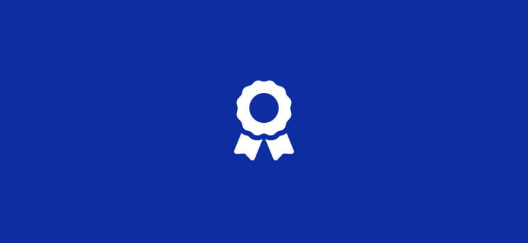 Bijela ikona informacije na plavoj pozadini