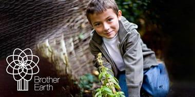 dječak-u-prirodi-logotip-brother-earth